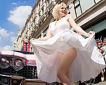 Blonde Marilyn paparazzi up skirts